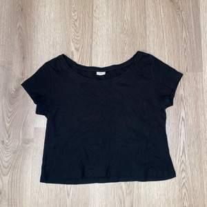 Skön tshirt från jacqueline de yong. Står ej för frakt.