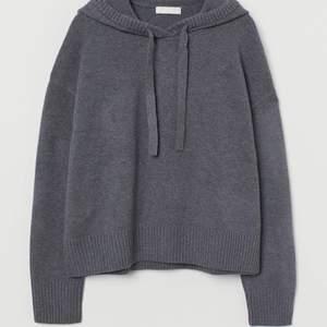 Superfin stickad hoodie ifrån H&M. Helt slutsåld!Kommer inte riktigt till användning så tänkte kolla intresset här💕 skriv för fler bilder