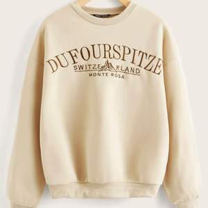 säljer denna jättefina sweatshirten som tyvärr inte kommer till användning längre:/