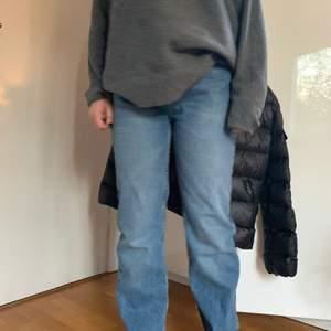 Säljer dessa skit snygga baggie lose jeans. Knappt använda! Buda i kommentarerna 🌟 start bud: 200