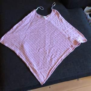 Jättesöt rosa poncho från Lindex