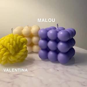 """Säljer dessa populära ljus som jag kallar för """"Malou"""" och """"Valentina"""". Dom går att få i alla färger (matt eller glansig), och har doften vanilj/karamel🕯 Malou kommer ha följande priser: Ett ljus = 40kr, Två ljus = 35kr/st, Tre ljus = 30kr/st, Fyra ljus = 25kr/st. Vid köp av fler än fyra kommer priset vara 25kr/st. Valentina kommer ha följande priser: Ett ljus = 30 kronor, Två ljus = 25kr/st, Tre ljus = 20kr/st. Vid köp av fler än tre ljus kommer priset vara 20kr/st. Frakt betalar köparen! Malou = 1-10 ljus, då ligger frakten mellan 48-99kr. Valentina = 1-10 ljus, då ligger frakten mellan 48-99kr✨ Hör av dig om det är något du undrar eller om du är intresserad av något eller några ljus💜"""