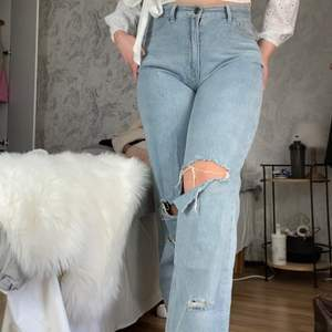 Jeansen är köpt i en tall kollektion, så de funkar bra för långa tjejer. Jag är 176/7 som referens.