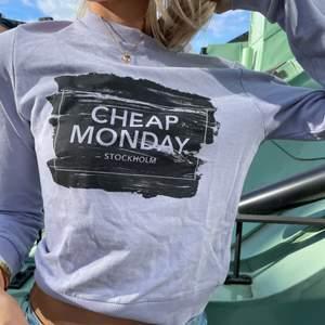 Oanvänd lila Chep Monday sweatshirt!😍