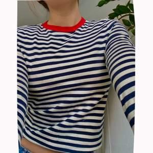 Säljer nu denna trendiga randiga tröjan från &Other Stories. Köpte den för 420kr men säljer bara 140kr💕💖 Otroligt skönt material dessutom! Kan eventuellt mötas upp i Sthlm annars tillkommer frakt☺️💘