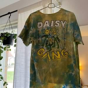Cool t-shirt från ALAB köpt på Zumies i USA. Storlek L, knappt använd