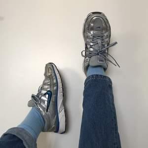 Säljer mina fina Nikes pga för små. ✨ Köpare står för frakt. Kan skicka fler bilder vid intresse! Buda i kommentarerna om det är fler intresserade ⚡️💕