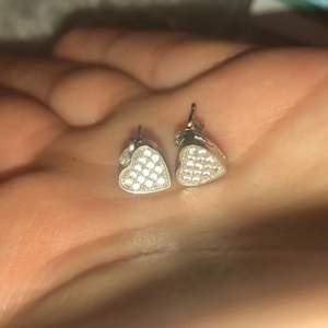 Äkta silver hjärtörhängen i super skick.