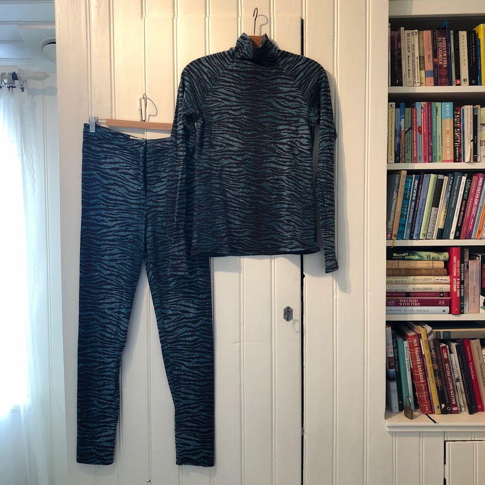 Coolt underställ i ull från Zenzo for H&M. Använda ca 2ggr. Väldigt bra skick!. Huvtröjor & Träningströjor.