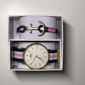 Säljer min klocka nu för jag tyvärr inte har någon användning för den. Den är i bra skicka. Ligger i sin låda men saknar bara  locket till den.