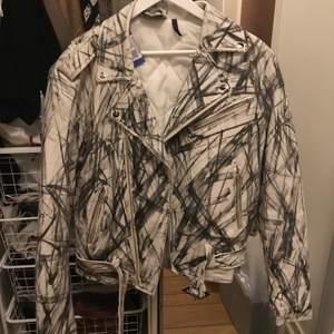 Knappt använd Vintage Reclaimed leather jacket. Size S