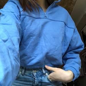 Jättemysig tröja från weekday, använd ett fåtal gånger så den är i väldigt bra skick:) storlek xs men passar s också