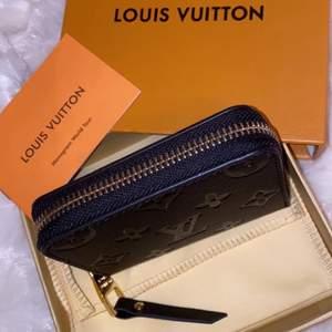 Helt oanvänd Louis Vuitton plånbok! Dustbag, box och påse medföljs! (Förstahands kopia)