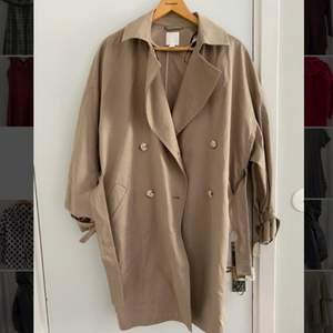 Never before worn, light coat from H&M. Beige with super cute buttons. Perfect for autumn and summer 🌷🍂