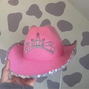 Säljer denna coola cowboy hatten. Onesize och aldrig använt. Köpt på Plick💗