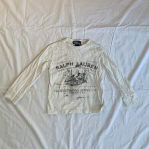 En jättesöt baby t- shirt den Ralph Lauren☺️ Den sitter som en magtröja med typ trekvartsärmar💗