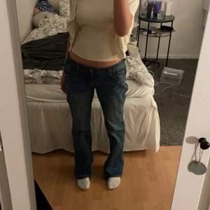 Låga jeans från brandy Melville, för stora för mig tyvärr. Helt oanvända
