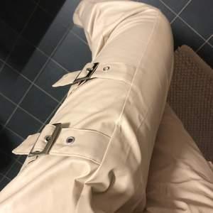 Super snygga fake skinn byxor från plt i stl 8 (36) 🌸💗 aldrig använda
