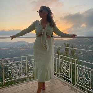 Säljer min fina Adoore klänning i storlek 36. Den sitter som en smäck och är otroligt skön. Säljes pga har fått två stycken. Ursprungligen kostar den 1495kr.