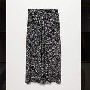 Helt oanvänd och superfin kjol från mango, storlek S! Köpt för 349kr, Köparen står för frakt! 😊