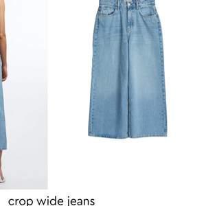 Jag säljer mina jeans från Gina Tricot då dom har blivit för tajta i midjan för mig. har använt dom väldigt mycket men det är inga fläckar eller liknande.  Köpte dom för 499 och säljer dom för 300. Köparen står för frakten🥰