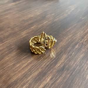 Slutsålda örhängen designade av Matilda Djerf. Använda ett fåtal gånger 💛