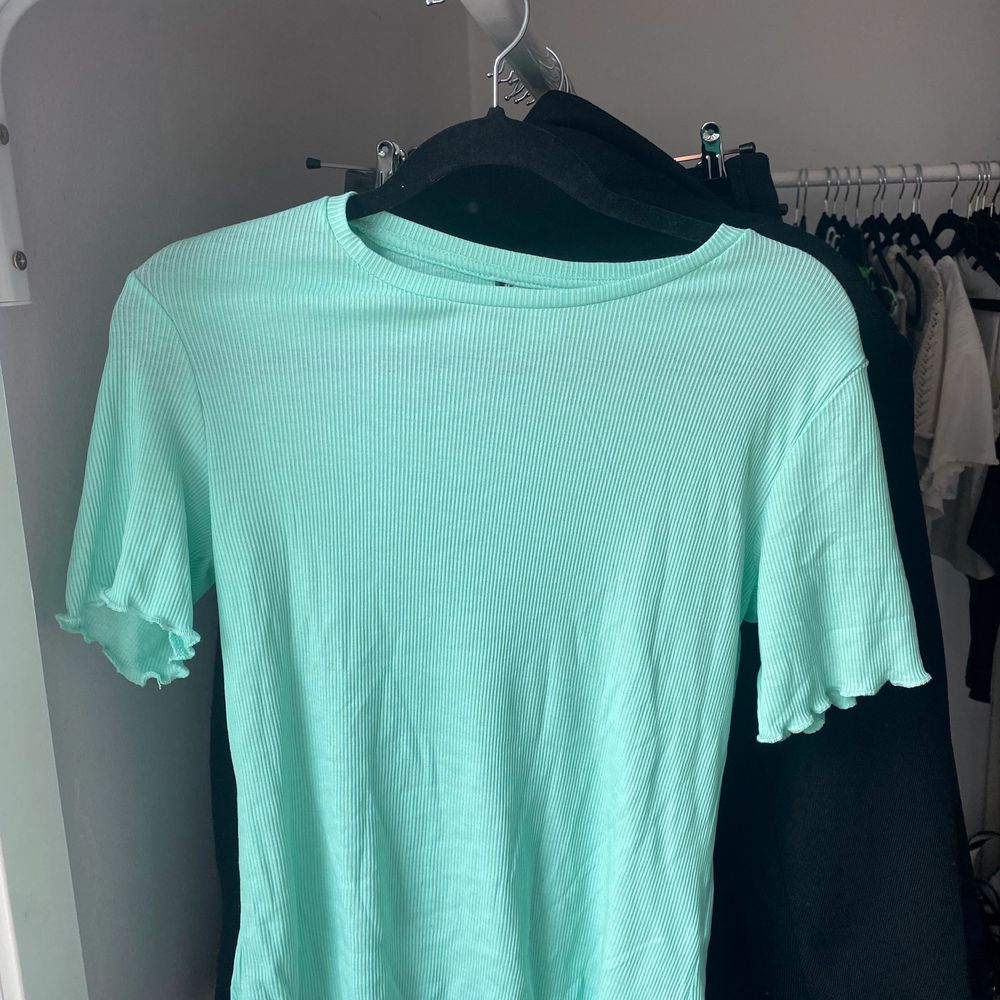 Jätte fin T-shirt oanvänd!! . T-shirts.