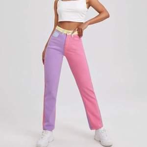 Raka jeans som endast är använda en gång, Supercoola i olika block med olika somriga färger 💞 I storlek XS.