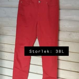 Röda jeans i bra skick ✨
