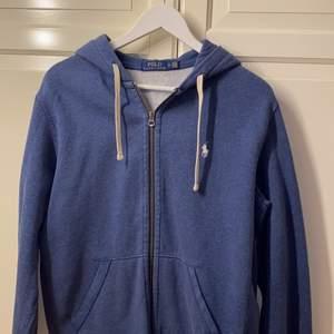 Ralph lauren zip hoodie i fin färg och bra skick