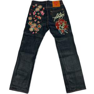 "Authentic Ed Hardy Floral Skull Print Jeans. Condition/info: In great used condition. No flaws! High quality raw denim  Measurements (from the front): Inseam / Crotch to Hem: 35"" Outseam / Waist to Hem: 46.5"""