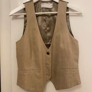 Kostymväst i linneblandning från Asos. Storlek 38.🌸