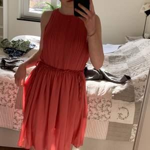 En rosa supersöt klänning bara använd 1 gång🤍🤍