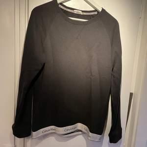 Calvin tröja med cool design, bra skick strl S