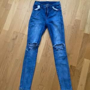 normalt skick, ripped skinny jeans