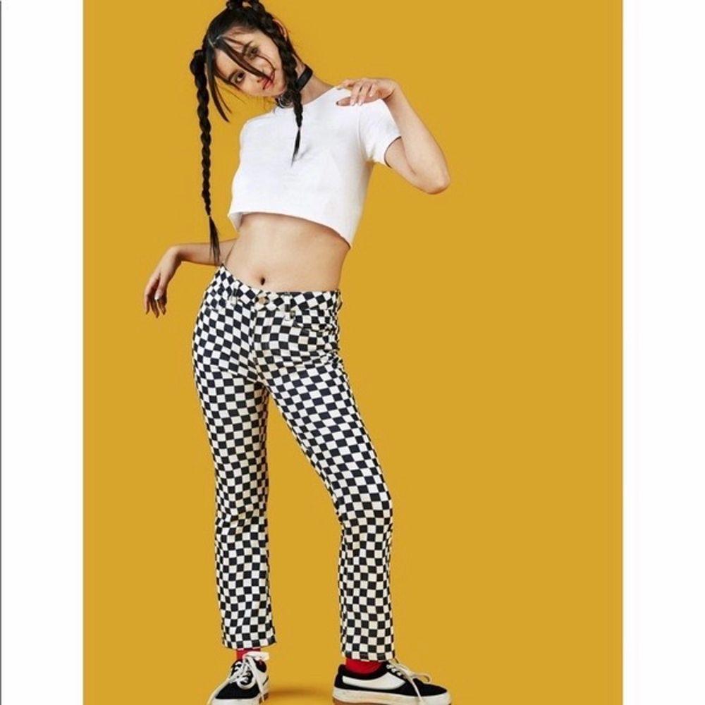 Säljer dessa populära unifbyxor som inte finns på hemsidan längre, köpte för några år sedan men har använt dem 2 gånger bara, så i väldigt bra skick!. Jeans & Byxor.