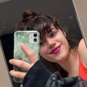 Lila/rosa liquid lipstick me matt finish från Anastasia Beverly Hills, endast använd 2 gånger, en av dem för tredje bilden. Om du vill köpa ny finns den på kicks för 260kr💕