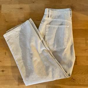 Beiga jeans från Weekday, oanvända
