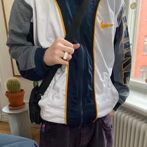 Fet vintage nike zipup tröja. Fråga på om du har fler frågor:)