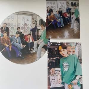 Bts 2021 seasons greetings! En circle photo vinyl och två bilder.Helt oanvända och nya. Packar ihop allt säkert! Tar dock inte ansvar för postens slarv och skickar med några freebies! 💗