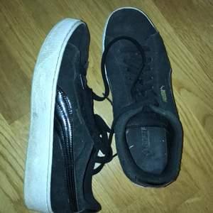 Säljer mina fina puma skor som är i ganska bra skick kommer ej till användning tyvärr. Super skön sula i!