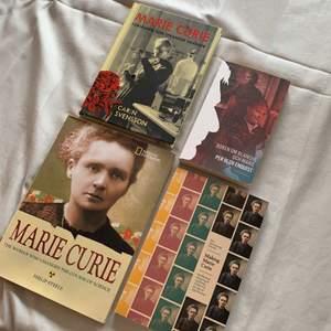 Säljer fyra böcker om Marie Curie. Första (högst upp i vänstra hörnet) är på svenska och ca 127 sidor, den bredvid är på svenska och ca 257 sidor, den i vänstra nedersta hörnet är på engelska och ca 60 sidor och den bredvid är på engelska och ca 215 sidor! ☺️ 100kr för alla eller kontakta mig för ett specifikt pris på en särskild bok.