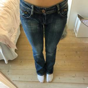 Lågmidjade jeans i mycket bra skick!🤗