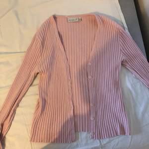 Storrensning av min garderob! Allt ska bort snabbt!! Annars skänks dem vidare. Allt på bilden är i storlek L. 30kr/st