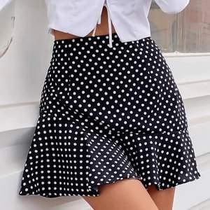 Helt ny kjol från shein i storlek S, säljer pga dubbelköp! Köparen står för frakten😊🌸