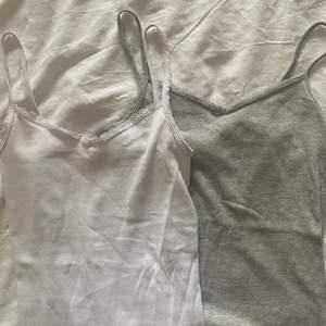 (Säljer bara vid bra bud) Två as fina linnen som säljs tillsammans, köpt på barnavdelningen för längesedan men sparsamt använda! Stretchigt tyg så passar xs-s!