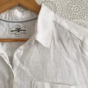 Underbar linneskjorta utan ärmar. Storlek 40. 50 kr + frakt