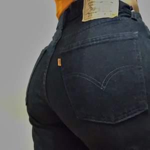 Vintage levi's 615 jeans med orange TAB. De är en W33 men skulle säga att de sitter som en Medium. De går att ha lågmidjat om man har storlek S i vanliga fall.💕 Säljer för att jag vill bli av med dem (: Köparen står för frakt. (Buda med minst 10kr mer) 💕