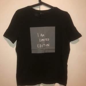 snygg t-shirt som aldrig är använd! 120kr +frakt💙