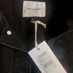 Svart jeansjacka av märket Vailent. Endast provad, bra passform, storlek L